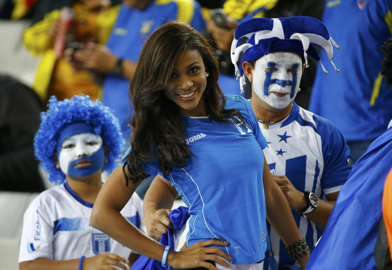 A fan of Honduras poses before their 2014 World Cup Group E soccer match against Ecuador at the Baixada arena in Curitiba June 20, 2014. REUTERS/Stefano Rellandini (BRAZIL - Tags: SOCCER SPORT WORLD CUP)