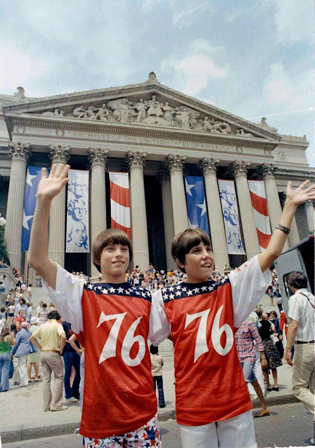 <p>Two boys wave in front of a crowd celebrating the nation's bicentennial in front of the National Archive in Washington, D.C., July 4, 1976. (Photo: AP) </p>