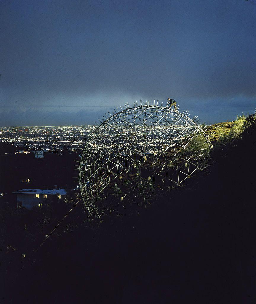 <p>Architect Bernard Judge had a pretty incredible view while building this geodesic dome house. The feat was ultimately completed two years after this was taken. </p>