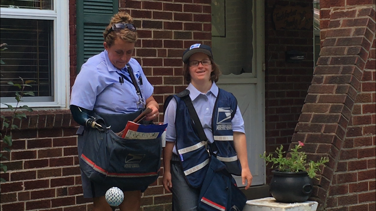 USPS worker Melissa Tilton and her intern Grace Flannery delivered mail around Cincinnati, fulfilling Grace's childhood dream. (Photo: Courtesy of Michael Flannery)