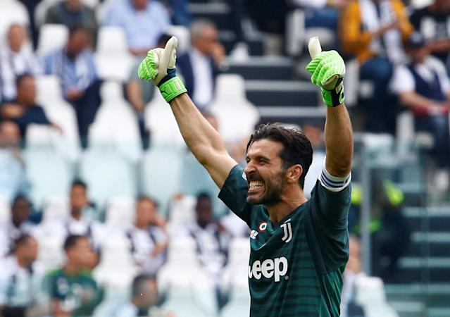 Soccer Football - Serie A - Juventus vs Hellas Verona - Allianz Stadium, Turin, Italy - May 19, 2018 Juventus' Gianluigi Buffon gestures to the fans REUTERS/Stefano Rellandini