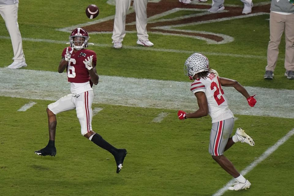 Alabama WR DeVonta Smith (6) beat Ohio State cornerback Shaun Wade (24) in Monday's College Football Playoff national championship game. (AP Photo/Wilfredo Lee)