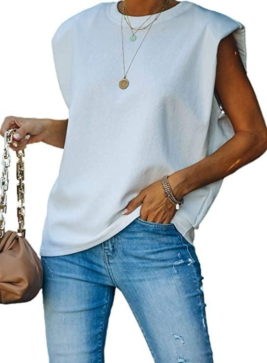 <p>Get in on the strong-shoulder trend with this <span>Roskiki White T-Shirt</span> ($21).</p>