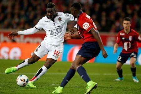 Football Soccer - Lille v Nice - French Ligue 1 - Pierre Mauroy Stadium, Villeneuve d'Ascq, France - 07/04/17 - Lille's Ibrahim Amadou in action with Nice' Mario Balotelli. REUTERS/Pascal Rossignol