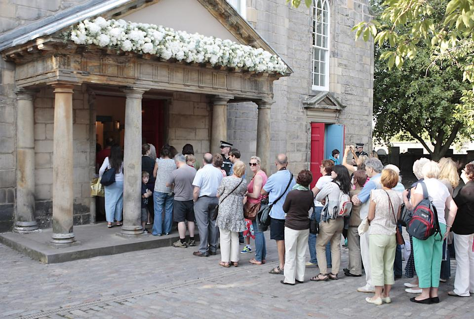 Crowds line up to look inside Canongate Kirk in Edinburgh where the wedding of Zara Phillips and Mike Tindall took place.   (Photo by David Cheskin/PA Images via Getty Images)