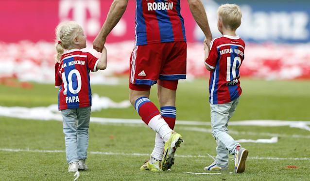 Bayern's Arjen Robben of the Netherlands celebrate with his children after winning the German Soccer Championships after the season's last match between FC Bayern Munich and VfB Stuttgart, in Munich, southern Germany, Saturday, May 10, 2014. (AP Photo/Matthias Schrader)