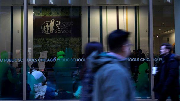 PHOTO: Students congregate in the lobby of the Chicago Public Schools headquarters on Dec. 6, 2017. (Jose M. Osorio/Chicago Tribune/TNS via Getty Images)