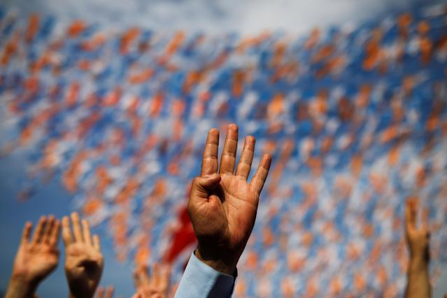 Supporters of Turkish President Tayyip Erdogan gesture as they attends his rally in Istanbul, Turkey June 22, 2018. REUTERS/Alkis Konstantinidis TPX IMAGES OF THE DAY