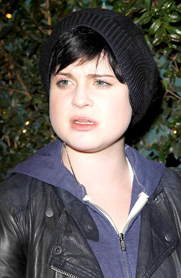 "Kelly Osbourne tops off her rocker grrl look with a cool charcoal accoutrement. Castro/<a href=""http://www.x17online.com"" target=""new"">X17 Online</a> - April 29, 2009"