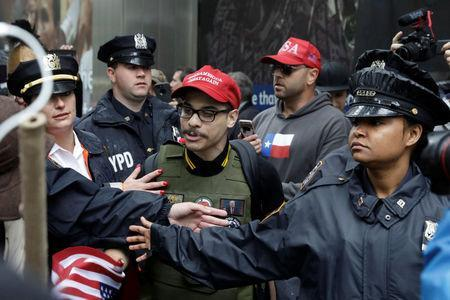 Opposing demonstrators clash during a protest against CUNY commencement speaker Linda Sarsour former executive director of the Arab American Association in New York City, U.S., May 25, 2017. REUTERS/Lucas Jackson