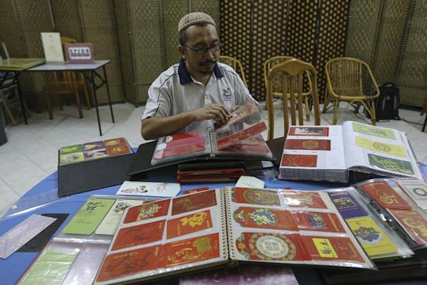 Mohd Nasir Mohd Daud has collected ang pow packets since primary school days. ― Picture by Azneal Ishak