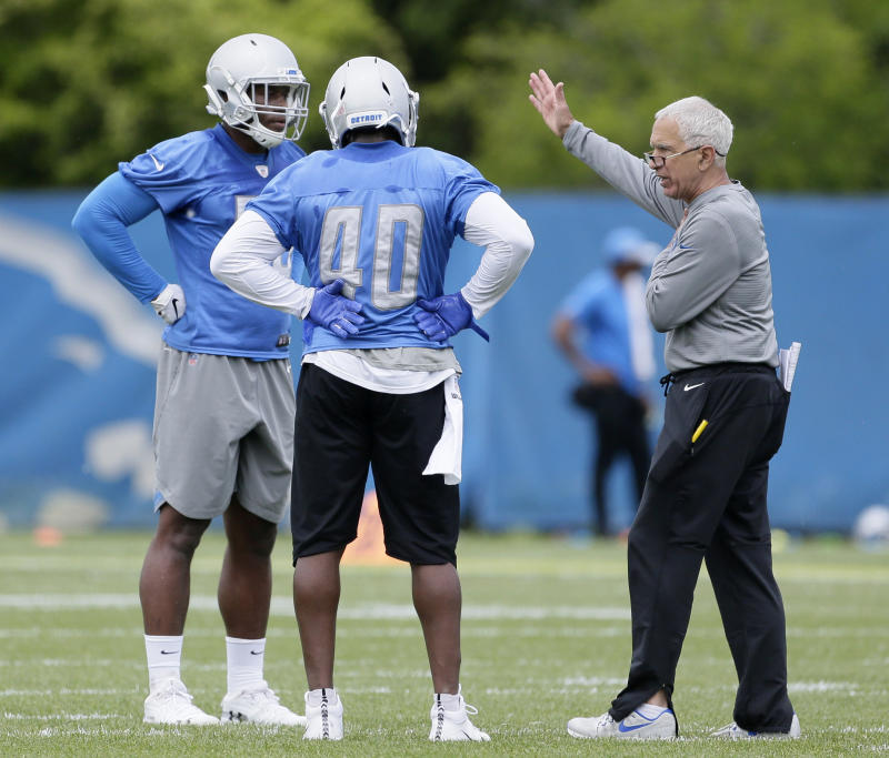 Detroit Lions defensive coordinator Paul Pasqualoni, right, works with linebacker Tre Lamar, left, and middle linebacker Jarrad Davis (40) during NFL football training camp Tuesday, June 4, 2019, in Allen Park, Mich. (AP Photo/Duane Burleson)