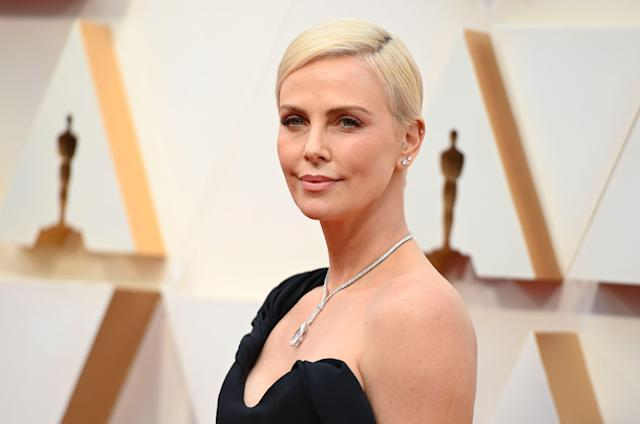 Charlize Theron look Oscar 2020 de Dior (Photo by Robyn Beck / AFP) (Photo by ROBYN BECK/AFP via Getty Images)