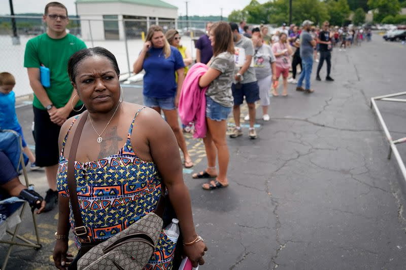 FILE PHOTO: Thousands line up outside unemployment office in Frankfort