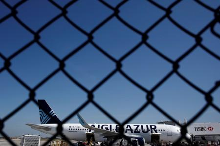 French government to press Air France to take on Aigle Azur employees