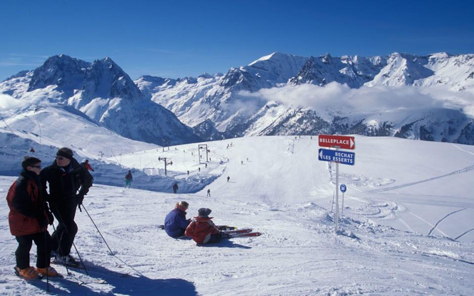 Skiers on the slopes above Vallorcine near Chamonix in France - StockShot / Alamy Stock Photo
