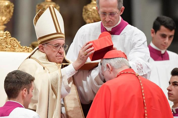 Archbishop of Tlanepantla in Mexico Carlos Aguiar Retes kneels before Pope Francis to pledge allegiance and become cardinal, during a consistory at Peter's basilica (AFP Photo/Tiziana Fabi)