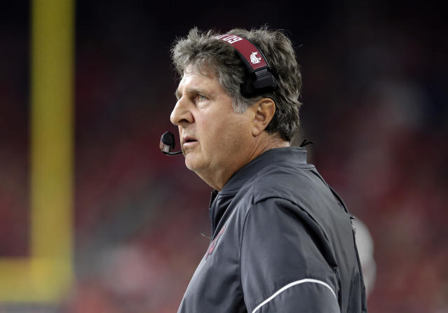 Washington State coach Mike Leach isn't a fan of a California bill that would allow college athletes to profit off their likeness. (AP/Michael Wyke)