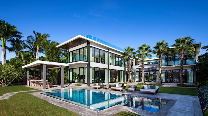 Miami Beach has no shortage of waterfront wonders, but 6466 North Bay Rd—a newly constructed, glass-sheathed house overlooking Biscayne Bay—sets a new standard for luxury living in the area.