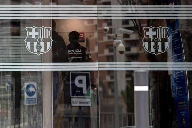 Catalan police enter Barcelona's offices