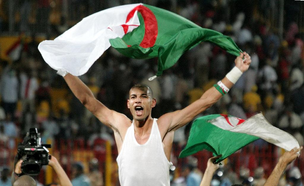 Algeria's goalkeeper Faouzi Chaouchi celebrates after winning the 2010 World Cup qualifying play-off football match against Egypt on November 18, 2009 (AFP Photo/ASHRAF SHAZLY)