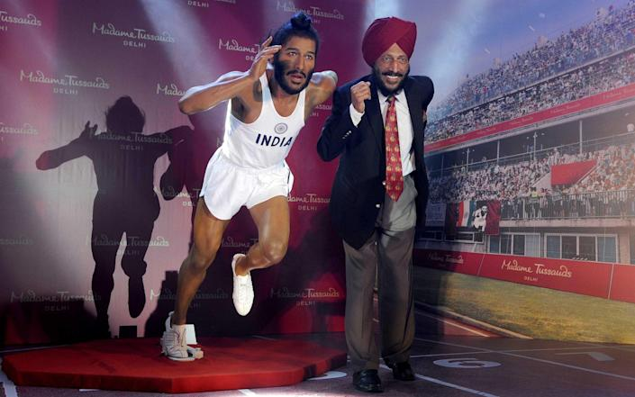 Milkha Singh lines up next to his Madame Tussauds waxwork model in 2017 - Newscom/Alamy