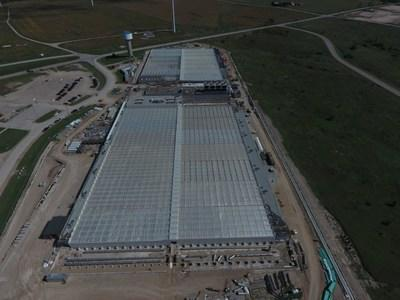 An aerial view of the 7ACRES facility in Kincardine, Ontario (CNW Group/The Supreme Cannabis Company, Inc.)