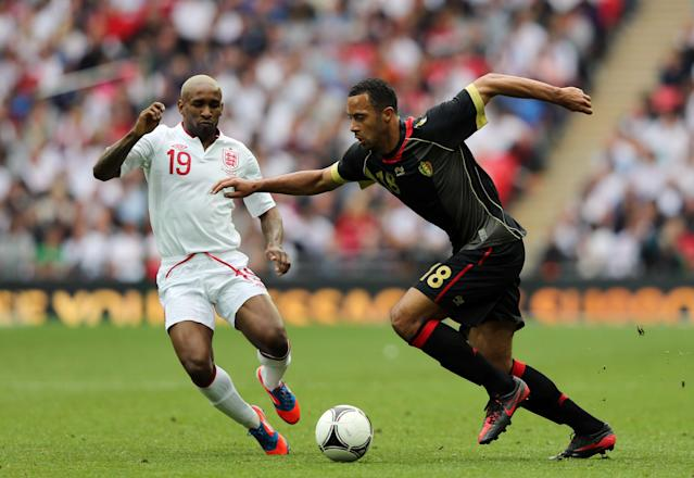 LONDON, ENGLAND - JUNE 02: Moussa Dembele of Belgium and Jermain Defoe of England battle for the ball during the international friendly match between England and Belgium at Wembley Stadium on June 2, 2012 in London, England. (Photo by Ian Walton/Getty Images)