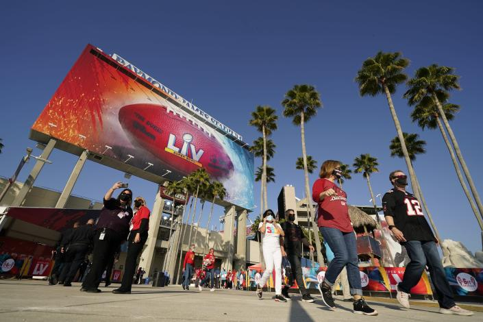 Fans arrive before the NFL Super Bowl 55 football game between the Kansas City Chiefs and Tampa Bay Buccaneers, Sunday, Feb. 7, 2021, in Tampa, Fla. (AP Photo/Mark Humphrey)