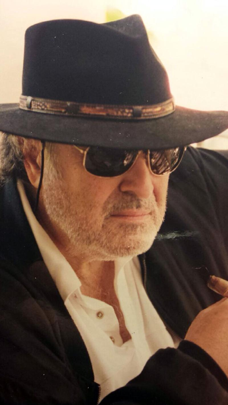 "This photo released by shows director Richard Sarafian. Sarafian, an influential film director whose 1971 countercultural car-chase thriller ""Vanishing Point"" brought him a decades-long cult following, has died in California, his son said Saturday Sept. 21, 2013. (AP Photo/Sarafian Family)"
