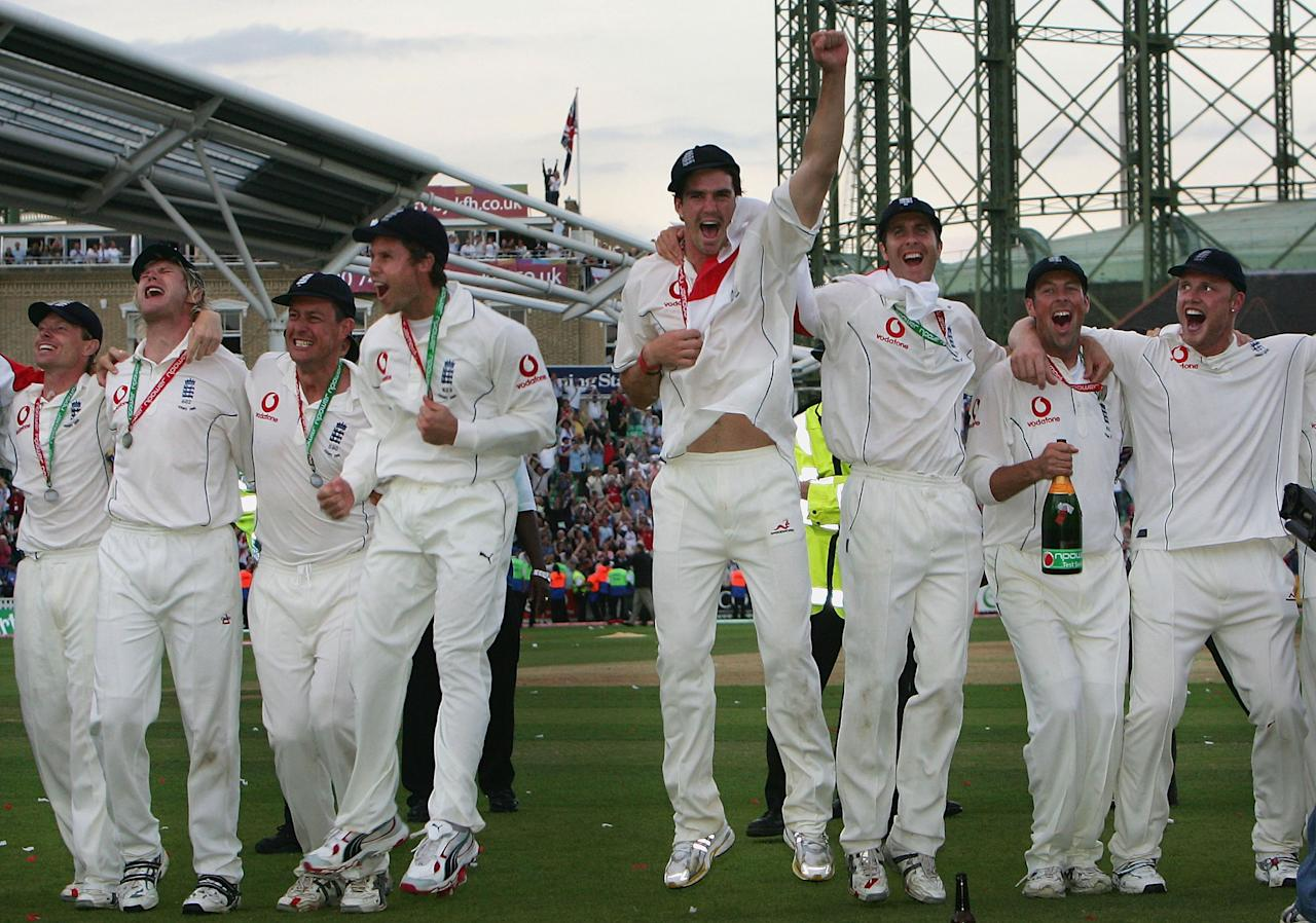LONDON - SEPTEMBER 12:  The England team celebrate during a lap of honour as they regain the Ashes during day five of the Fifth npower Ashes Test between England and Australia played at The Brit Oval on September 12, 2005 in London, United Kingdom  (Photo by Hamish Blair/Getty Images)