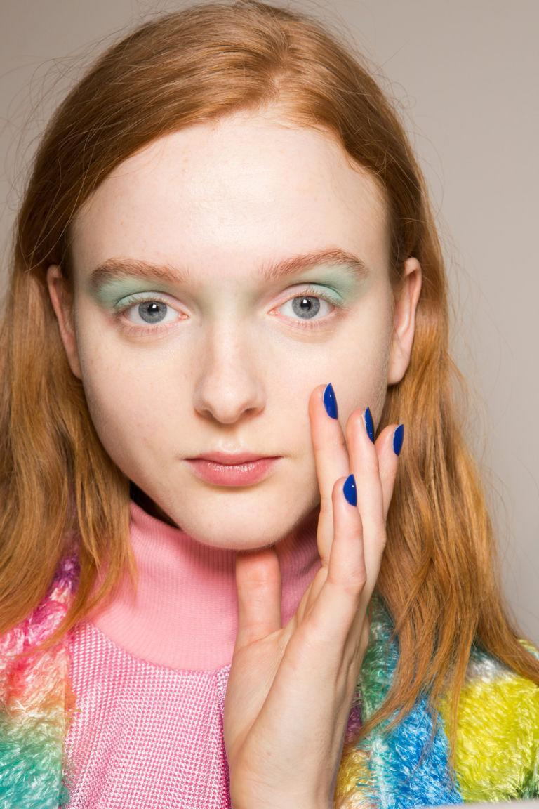 <p>Pastels? For fall? It's actually a little groundbreaking. We love how the wash pf pastel shadow was paired with a deep cobalt nail shade at Fyodor Golan<span>.</span></p>