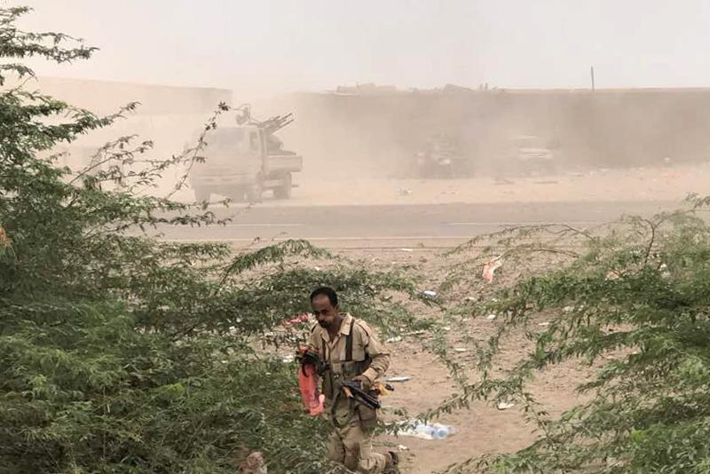 Yemeni pro-government forces launch an attack on Huthi rebels in Hodeida province on June 16, 2018 as loyalists try to take back control of a key port (AFP Photo/-)