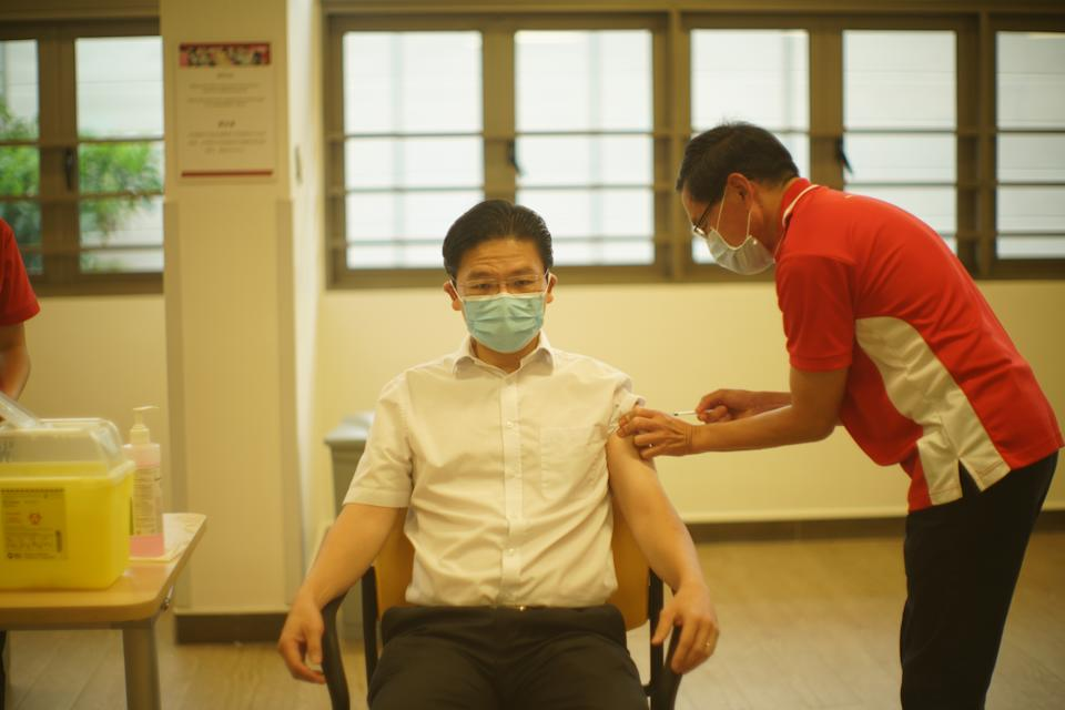Education Minister Lawrence Wong receives his first dose of COVID-19 vaccination at Kwong Wai Shiu Hospital. (PHOTO: Ministry of Communications and Information)