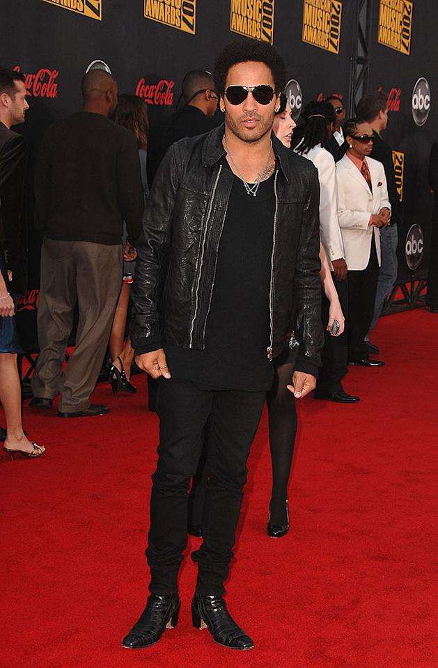 "Legendary rocker Lenny Kravitz dons a dark ensemble consisting of aviators, a leather jacket, skinny jeans, and chic boots. Steve Granitz/<a href=""http://www.wireimage.com"" target=""new"">WireImage.com</a> - November 18, 2007"