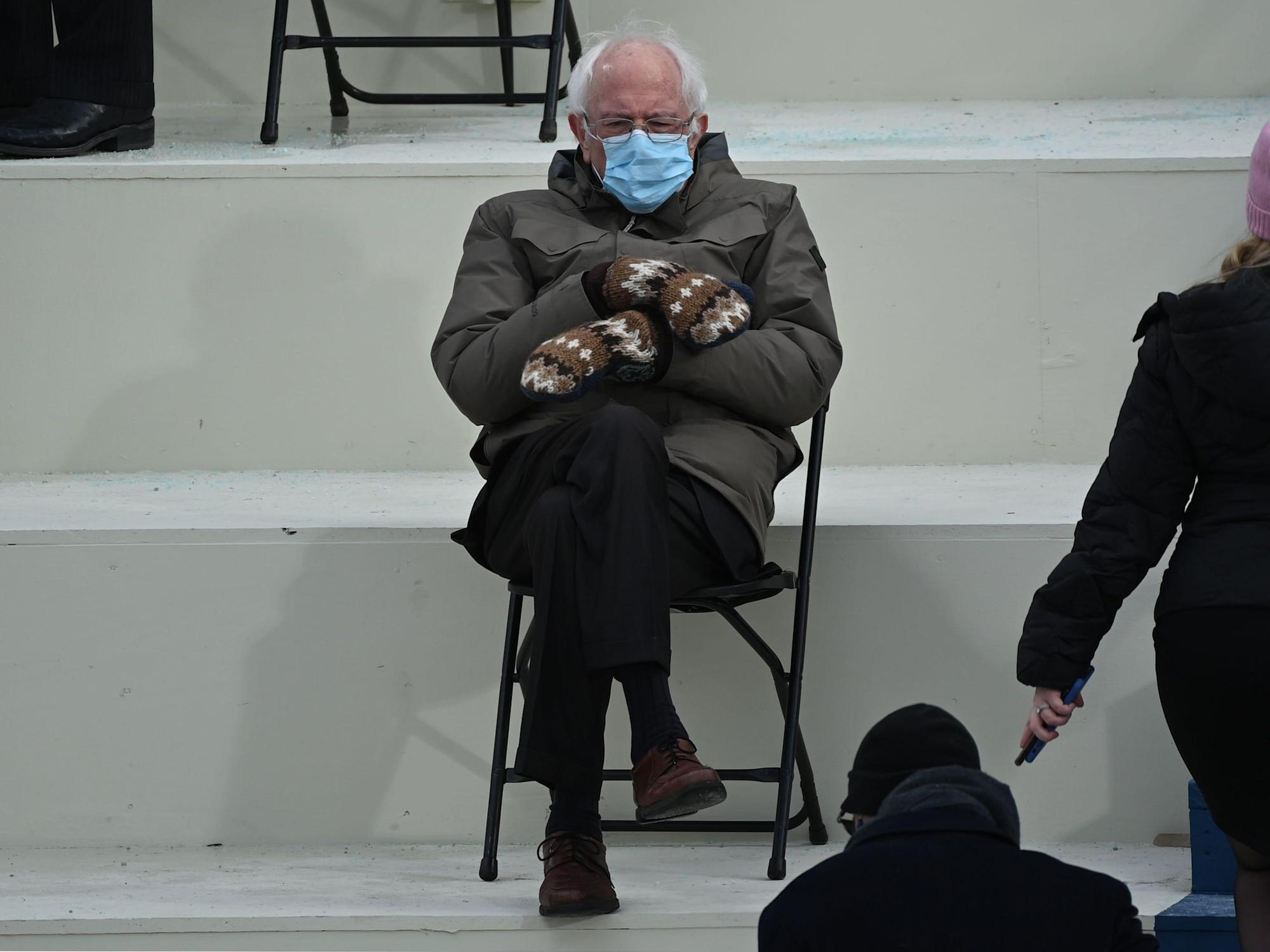 Photographer Of Bernie Sanders Inauguration Meme Said It S Not That Great Of A Picture But He Liked The Senator S Mittens