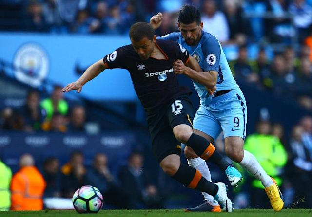 Hull City's Shaun Maloney (L) vies with Manchester City's Nolito during their match at the Etihad Stadium in Manchester, north west England, on April 8, 2017 (AFP Photo/Geoff CADDICK)