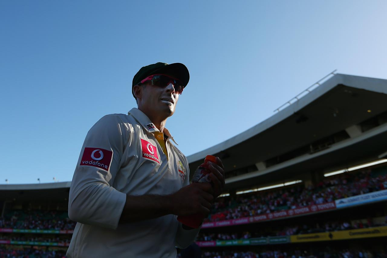 SYDNEY, AUSTRALIA - JANUARY 05:  Michael Hussey of Australia leaves the field at the end of play during day three of the Third Test match between Australia and Sri Lanka at Sydney Cricket Ground on January 5, 2013 in Sydney, Australia.  (Photo by Cameron Spencer/Getty Images)