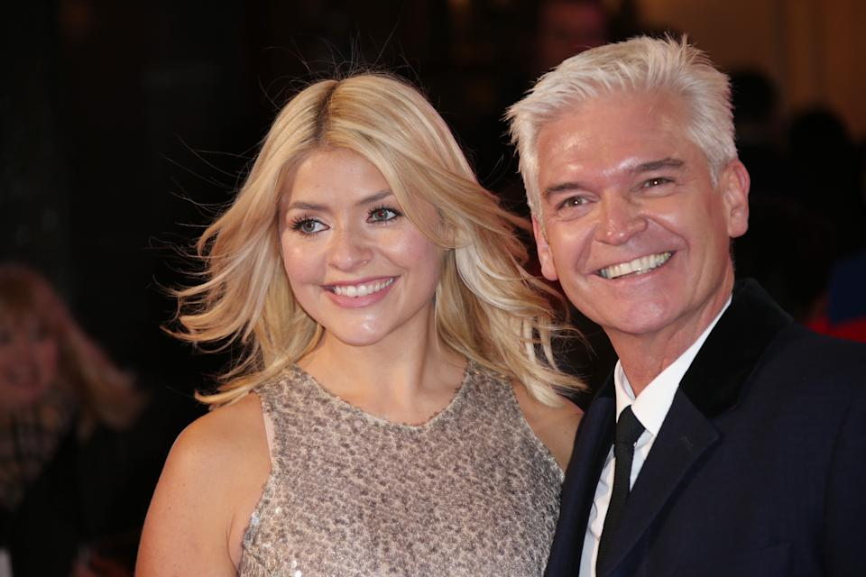 Presenters Holly Willoughby and Phillip Schofield pose for photographers upon arrival at the ITV Gala event in London, Thursday, Nov. 24, 2016. (Photo by Joel Ryan/Invision/AP)