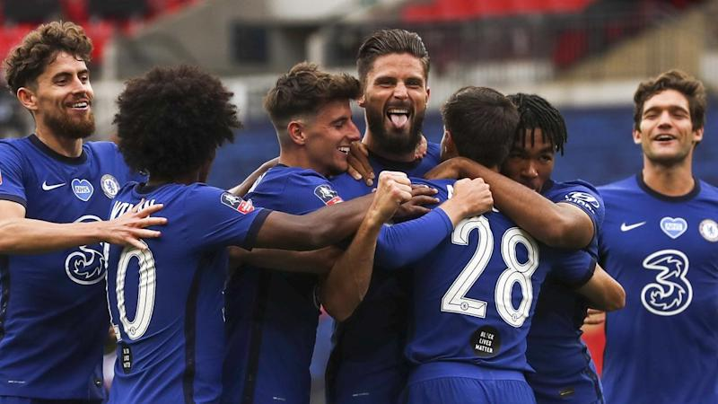 Olivier Giroud (C) has scored as Chelsea beat Manchester United in the FA Cup semi-finals