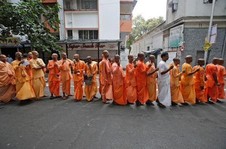 Hindu holy men stand in a queue outside a polling station to caste their vote during the final phase of general election in Kolkata, India, May 19, 2019. REUTERS/Rupak De Chowdhuri