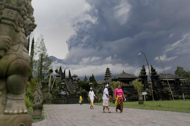 <p>Balinese Hindus walk after praying as Mount Agung volcano erupts at Besakih Temple in Karangasem, Bali, Indonesia on Nov. 26, 2017. (Photo: Johannes P. Christo/Reuters) </p>