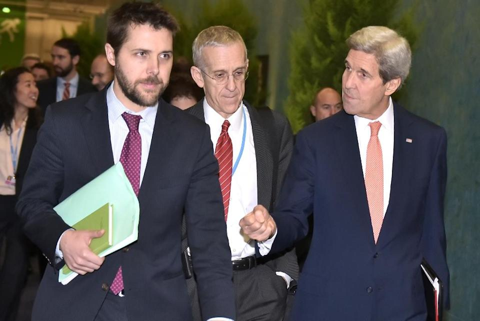 US Secretary of State John Kerry (R) walks with White House senior advisor Brian Deese (L) and US Special Envoy for Climate Change Todd Stern to a meeting during the COP 21 UN climate conference on the outskirts of Paris, on December 10, 2015 (AFP Photo/Mandel Ngan)