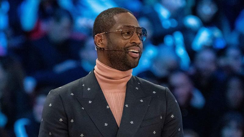 Dwyane Wade photobombing proposal picture on beach will melt your heart