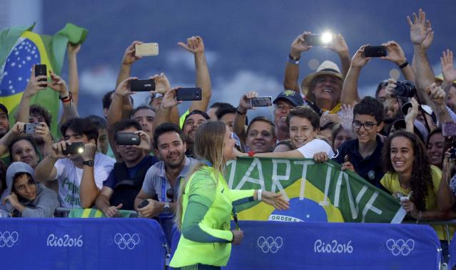 2016 Rio Olympics - Sailing - Victory Ceremony - Women's Skiff - 49er FX - Victory Ceremony - Marina de Gloria - Rio de Janeiro, Brazil - 18/08/2016. Kahena Kunze (BRA) of Brazil celebrates gold medal with supporters. REUTERS/Brian Snyder FOR EDITORIAL USE ONLY. NOT FOR SALE FOR MARKETING OR ADVERTISING CAMPAIGNS.