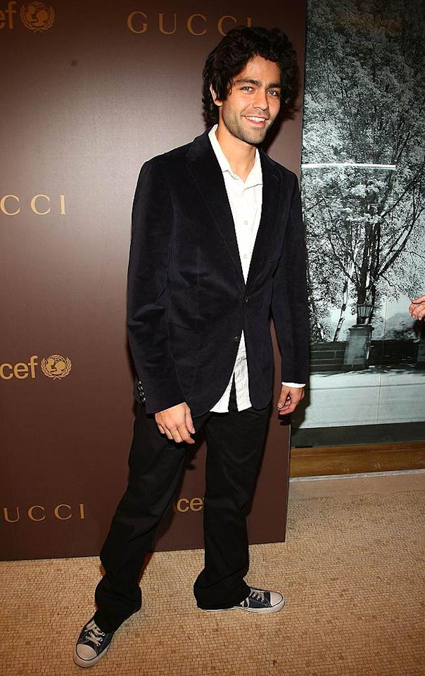 "Note to Adrian Grenier: throwing on a sport coat doesn't make you red carpet-ready. At least change your shoes! Theo Wargo/<a href=""http://www.wireimage.com"" target=""new"">WireImage.com</a> - November 19, 2008"