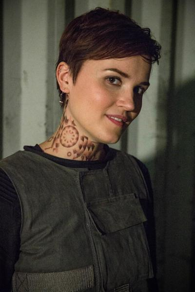 """This photo released by Summit Entertainment shows, author Veronica Roth, on the set of the film, """"Divergent."""" The movie releases on Friday, March 21, 2014. (AP Photo/Summit Entertainment, Jaap Buitendijk)"""