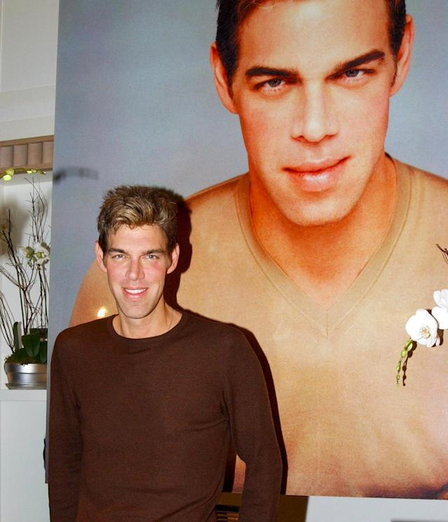 Kevyn Aucoin when he unveiled his signature collection of makeup brushes in New York City, December 20, 2001. (Photo: Getty Images)