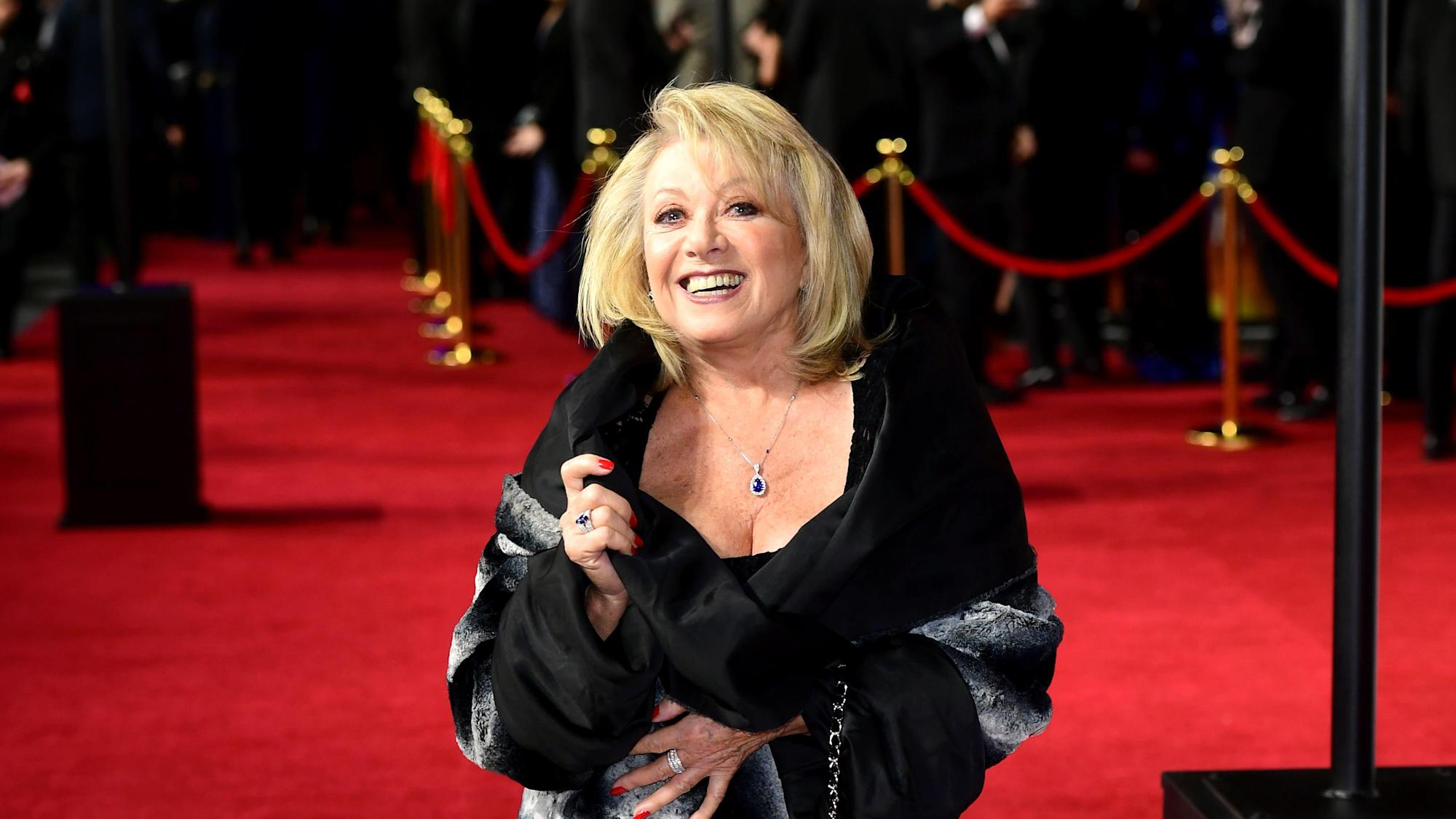 Elaine Paige performs new version of Memory from Cats as she gets Covid jab
