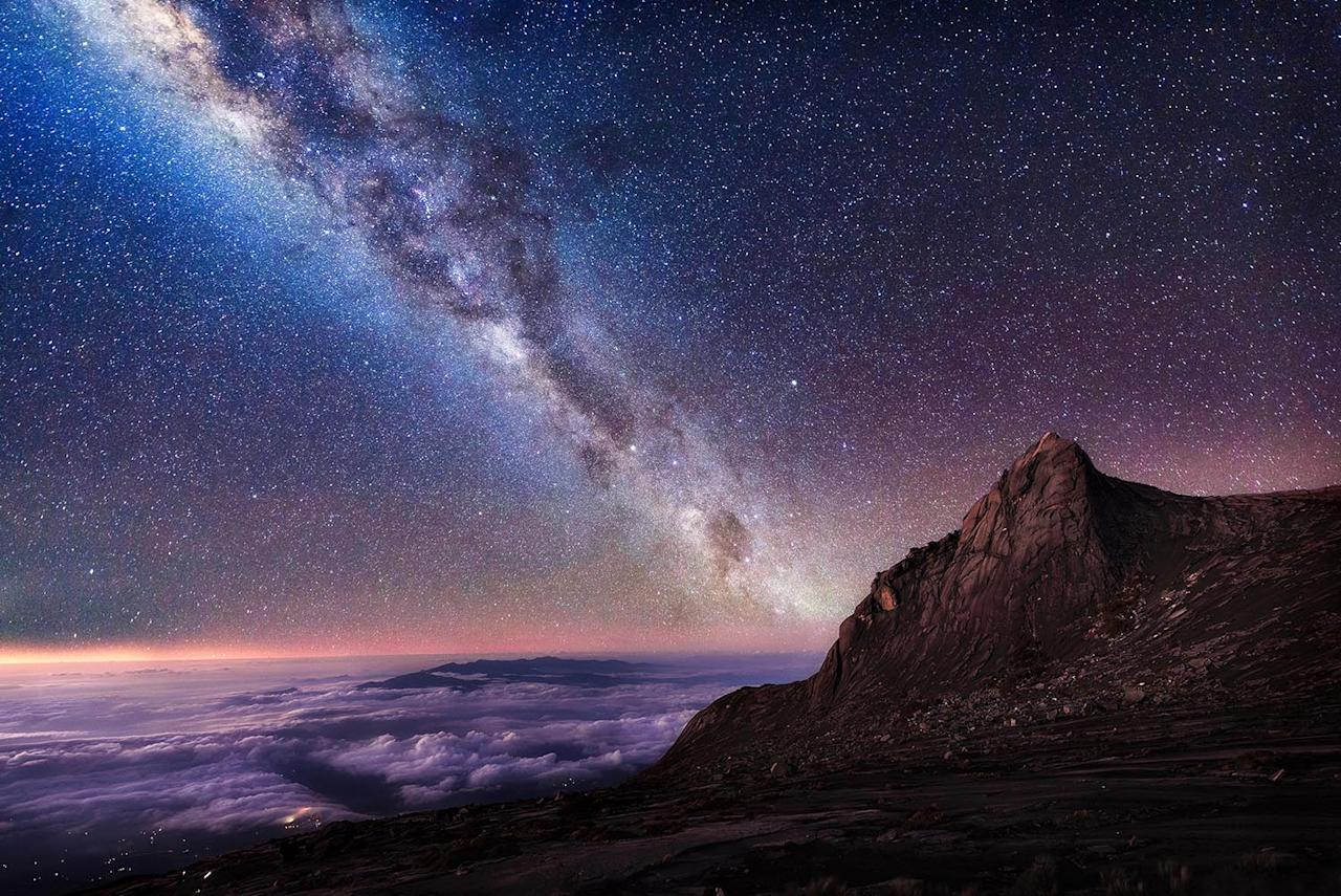 <p>The Milky Way over the peak of Mount Kinabalu in Malaysia. (Photo: Grey Chow/Caters News) </p>